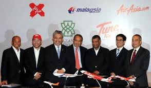 """The happy """"family"""" after the announcement of the MAS-AirAsia share swap."""