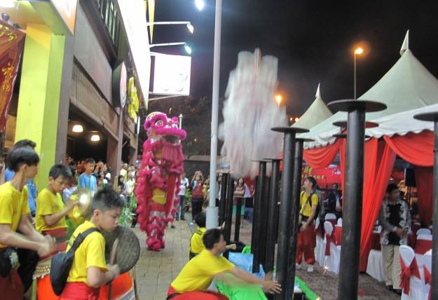 Wangsa Maju Chinese New Year Open House 2013 was ushered in with Lion Dance