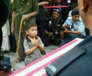 Anak berdoa