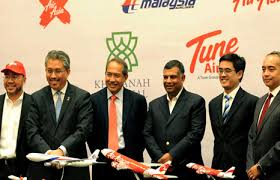 """The """"Happy Family"""". They were so happy after the signing of the MAS-AirAsia share swap."""