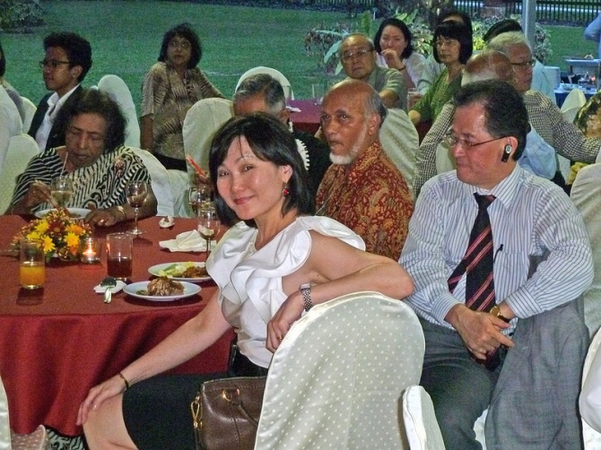 Ms June Wong, the impartial editor-in-chief of The Star Newspapers. She is in white blouse.