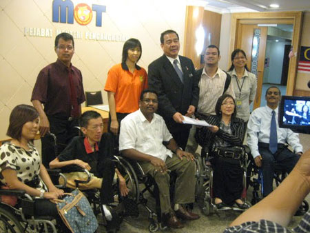 The representatives of the NGOs for the disabled showing support to the Ministry of Transport on the installation of aerobridge for KLIA2.