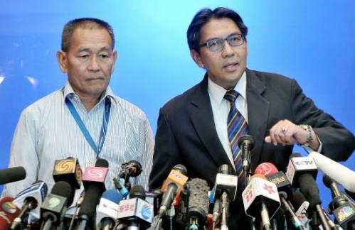Left:  MAS CEO En Ahmad Jauhari Yahya and DG of DCA Datuk Azharuddin Abdul Rahman
