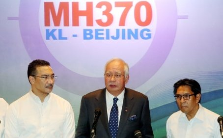 Press conference by Prime Minister Datuk Seri Najib accompanied by the acting Minister of Transport, YB Datuk HishamuddinDatuk