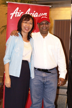 Photo of Tan Sri Tony Fernandes with Teresa Kok, the DAP MP for Seputeh
