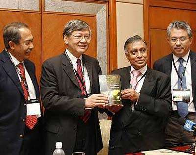 1st Left:  Tan Sri Md Nor Yusuf. 3rd left: Tan Sri Mohamed Nor Yakcop, the one time extremely powerful Minister of finance II.