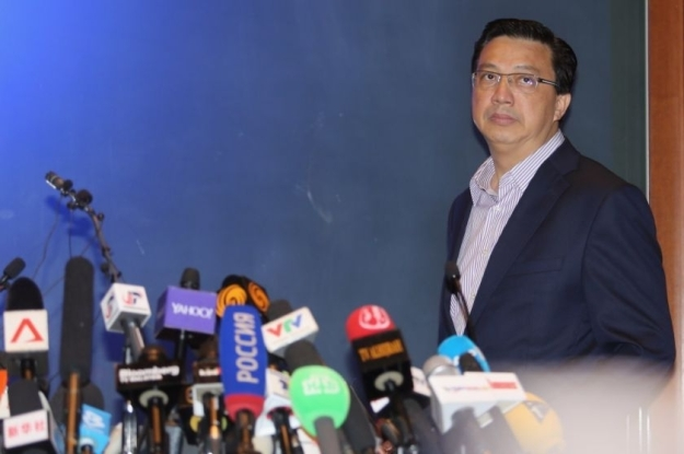 The MCA's Minister of Transport, Datuk Liow Tiong Lai, speaking at a press conference.